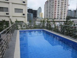 Herald Suites Hotel Manila - Swimming Pool