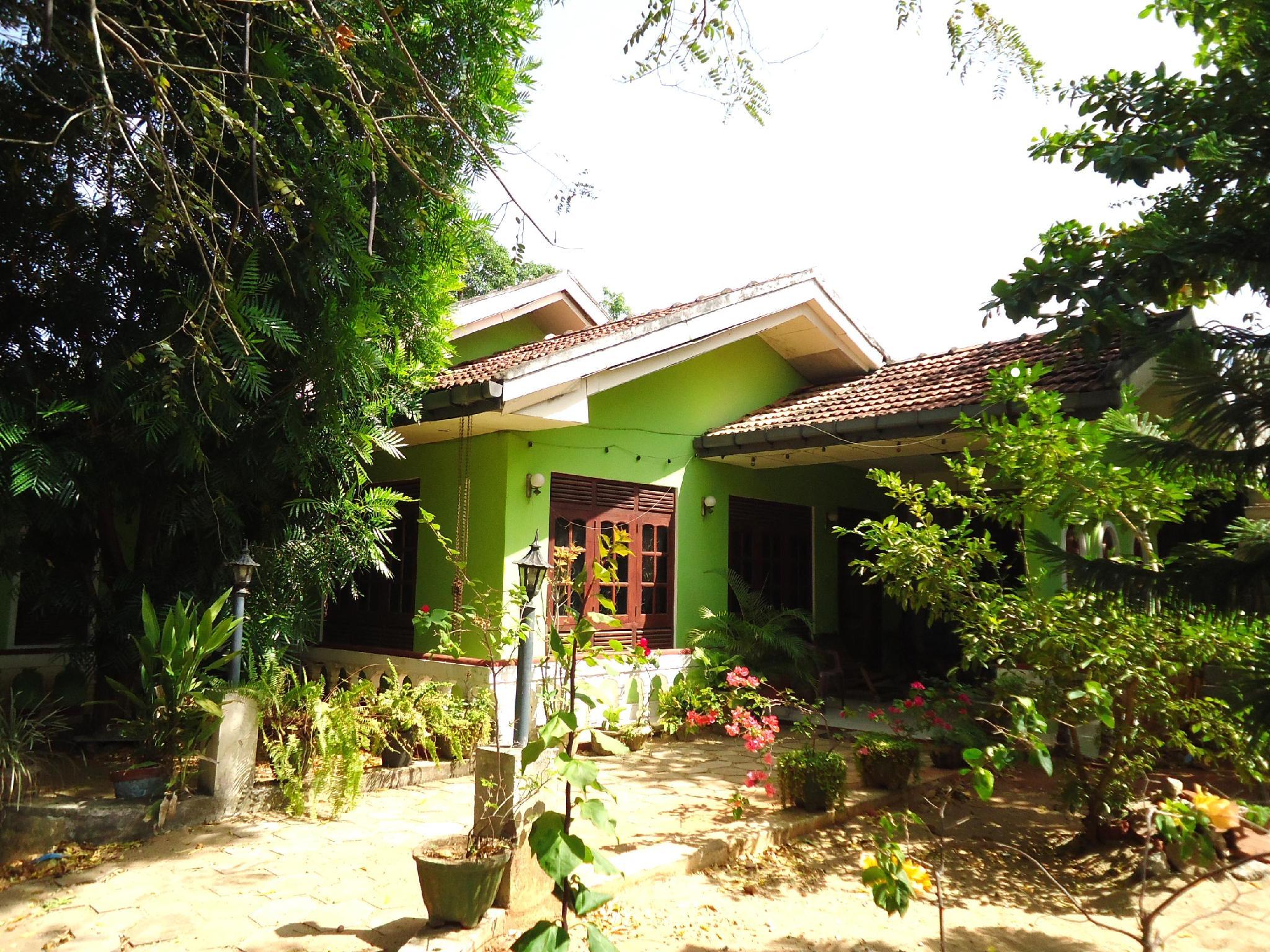 Thirasara Holiday Inn - Hotels and Accommodation in Sri Lanka, Asia
