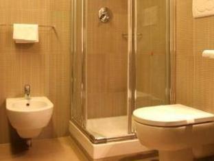 Hotel Garda Rom - Badrum