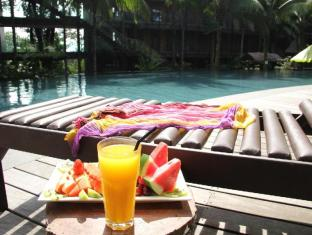 Siloso Beach Resort Sentosa Singapore - Sun-tanning Deck Chairs with Poolside Services