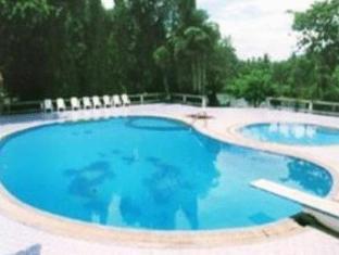 โรงแรมบ้านสวนฝน กาญจนบุรี - สระว่ายน้ำ