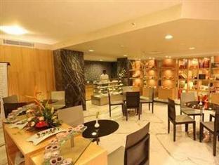 Savannah Hotel Bengaluru / Bangalore - Food, drink and entertainment