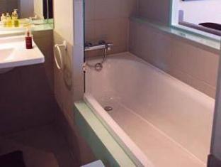 Only Suites Charles De Gaulle Paris - Bathroom