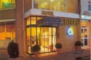 Brit Cheops Hotel