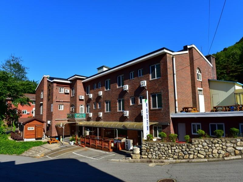 The Red House - Hotels and Accommodation in South Korea, Asia