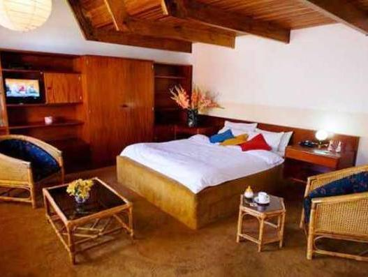 Hotel Oberland - Hotels and Accommodation in Bolivia, South America