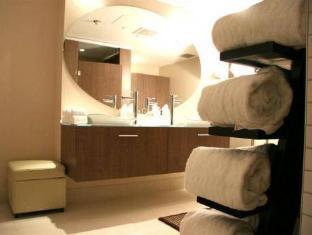 Cosmopolitan Toronto Centre Hotel and Spa Toronto (ON) - Bathroom