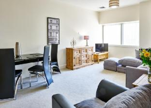 Charter House - Shortstay MK Serviced Apartments