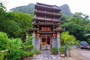 Yangshuo Scenic Mountain Retreat
