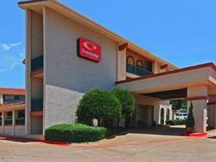 Econo Lodge Inn and Suites Six Flags Arlington