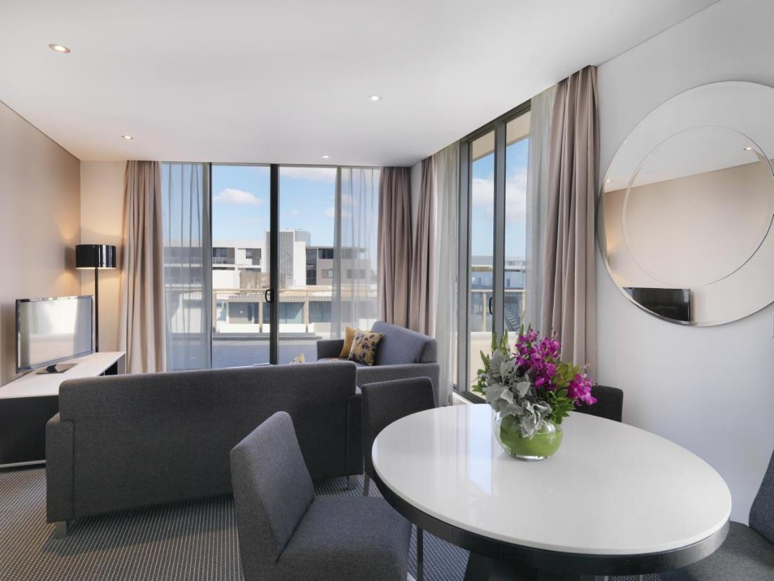 Best Price on Meriton Serviced Apartments Zetland in ...