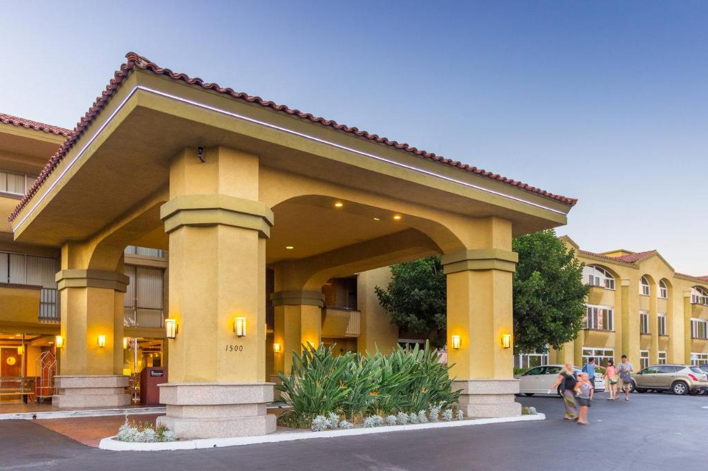 Best price on the hotel fullerton anaheim the hotel for King s fish house anaheim