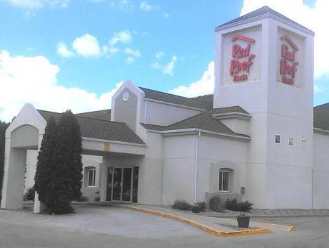 Delightful Red Roof Inn Fargo