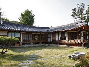 Slow City Kyochon Hanok Guesthouse