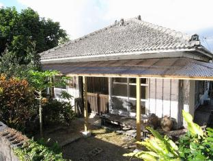 Guest House Agaihama (Old House Rent)