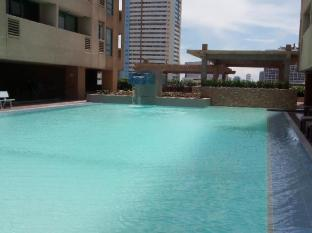 Padre Faura Condo Apartments at Robinson's Place