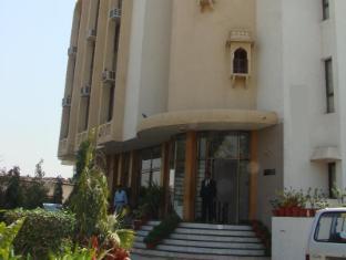 /ar-ae/madhuvan-hotel/hotel/dausa-in.html?asq=jGXBHFvRg5Z51Emf%2fbXG4w%3d%3d