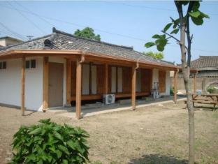 /bg-bg/sarangbang-guesthouse/hotel/gyeongju-si-kr.html?asq=jGXBHFvRg5Z51Emf%2fbXG4w%3d%3d