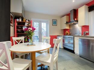 Veeve  FrenchStyle 3 Bed Home Townmead Road Fulham