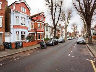 Veeve  3 Bed Family Home With Garden Thorney Hedge Road Chiswick