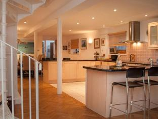 Veeve  3 Bed House With Parking Communal Gym Pool Vauxhall