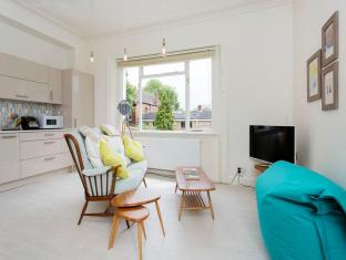 Veeve  Retro Chic 1 Bed Belsize Avenue Hampstead