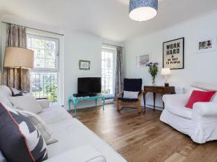 Veeve  3 Bed Flat With Parking Walford Road Stoke Newington