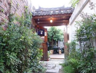 /bg-bg/in-yeon-hanok-guesthouse/hotel/jeonju-si-kr.html?asq=jGXBHFvRg5Z51Emf%2fbXG4w%3d%3d