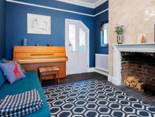 Veeve 5 bed Pastel Charm
