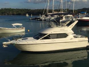 Toms Cruise Motor Yacht