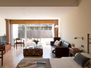 AinB Las Ramblas - Ample Apartments