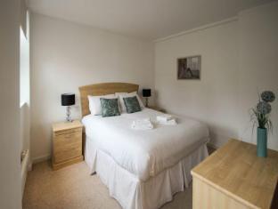 Knights Court Apartments- Farringdon