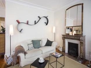 Folie Mericourt Apartment