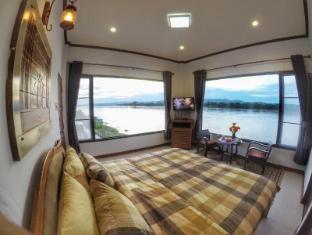 /ar-ae/chandra-varin-riverfront/hotel/chiangkhan-th.html?asq=jGXBHFvRg5Z51Emf%2fbXG4w%3d%3d