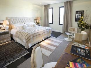 Ultra Hotel