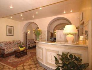 /ca-es/hotel-bellevue/hotel/gardone-riviera-it.html?asq=jGXBHFvRg5Z51Emf%2fbXG4w%3d%3d