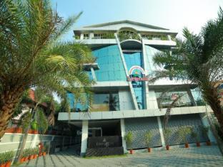 /cs-cz/nakshatra-emerald-inn/hotel/guruvayoor-in.html?asq=jGXBHFvRg5Z51Emf%2fbXG4w%3d%3d