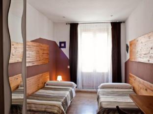 /da-dk/hostal-la-casa-de-la-plaza/hotel/madrid-es.html?asq=jGXBHFvRg5Z51Emf%2fbXG4w%3d%3d