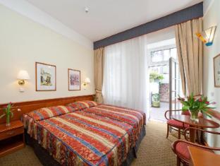 Hotel 16