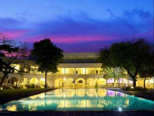 /ca-es/trinco-blu-by-cinnamon/hotel/trincomalee-lk.html?asq=jGXBHFvRg5Z51Emf%2fbXG4w%3d%3d