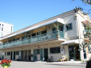 Astray Motel & Backpackers