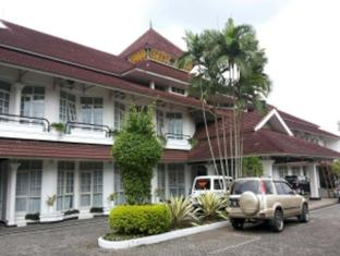 /da-dk/crown-hotel-tasikmalaya/hotel/tasikmalaya-id.html?asq=jGXBHFvRg5Z51Emf%2fbXG4w%3d%3d