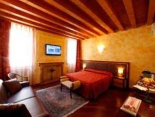 /en-sg/city-centre-rooms-and-apartments/hotel/verona-it.html?asq=jGXBHFvRg5Z51Emf%2fbXG4w%3d%3d