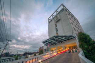 /ca-es/sintesa-peninsula-hotel-palembang/hotel/palembang-id.html?asq=jGXBHFvRg5Z51Emf%2fbXG4w%3d%3d