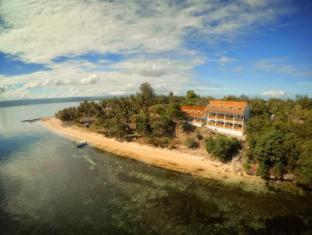 Pura Vida Beach & Dive Resort Cabilao