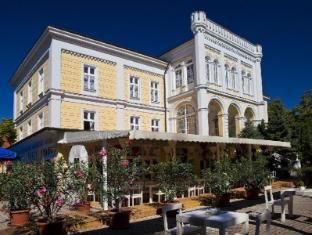 /en-sg/astoria-hotel-and-restaurant/hotel/balatonfured-hu.html?asq=jGXBHFvRg5Z51Emf%2fbXG4w%3d%3d
