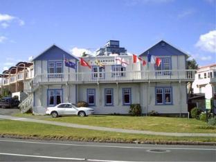 Barnacles Seaside Inn
