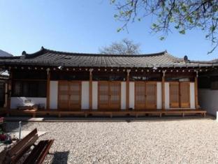 /bg-bg/dukmanjae-hanok-hotel/hotel/jeonju-si-kr.html?asq=jGXBHFvRg5Z51Emf%2fbXG4w%3d%3d