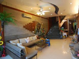 Ming-Jun Holiday Inn