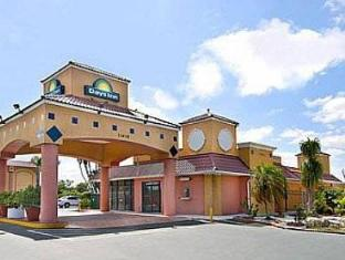 /ar-ae/days-inn-fort-myers-south-airport/hotel/fort-myers-fl-us.html?asq=jGXBHFvRg5Z51Emf%2fbXG4w%3d%3d